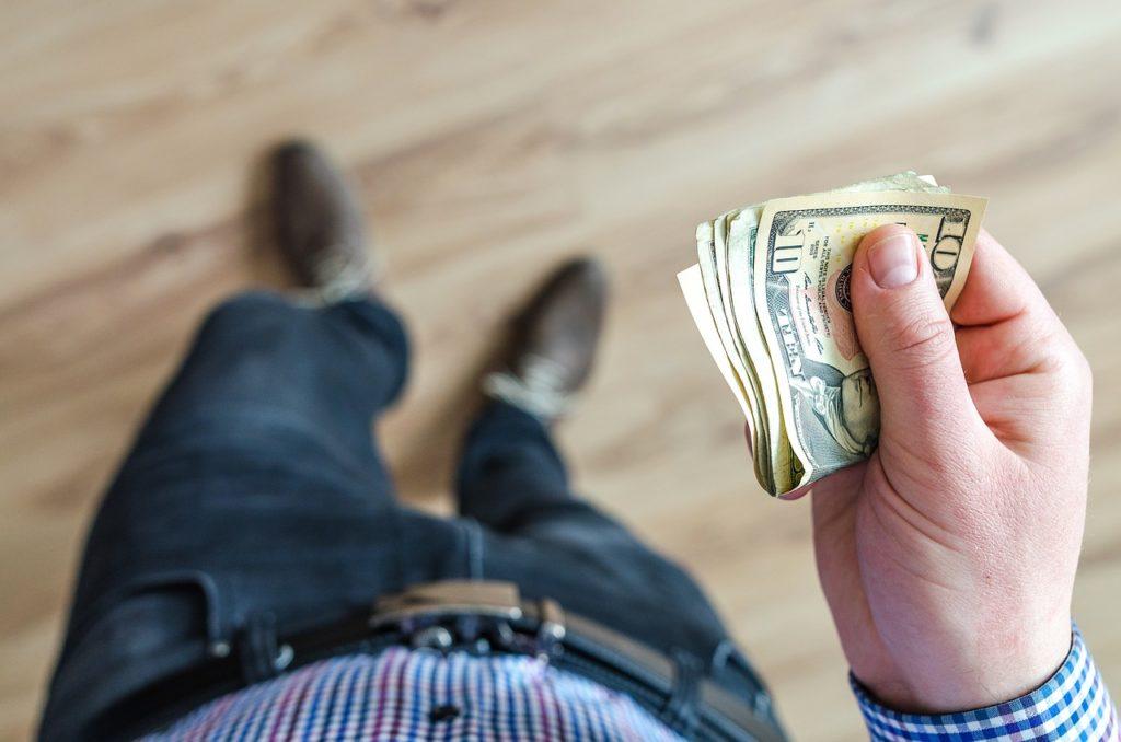money, wallet, finance-3219298.jpg